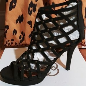 Daisy Fuentes Peekaboo Straps Studs Heels Size 7
